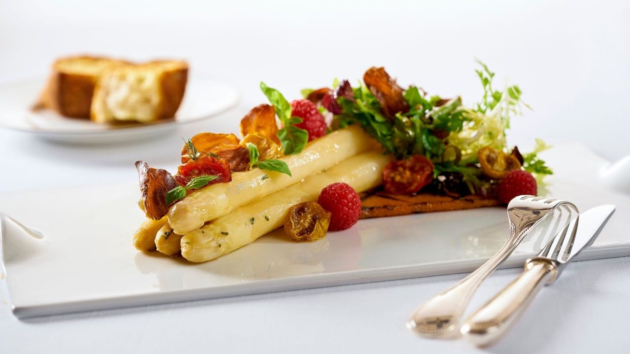 Marinated German white asparagus with Iberico lamb chips