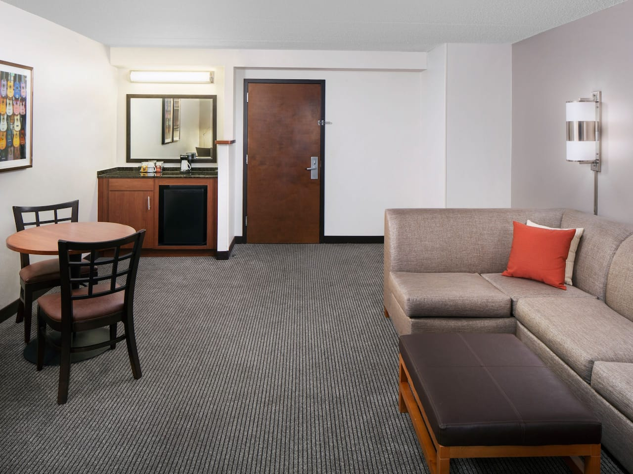Spacious hotel rooms and extended-stay accommodations at Hyatt Place Austin / Arboretum