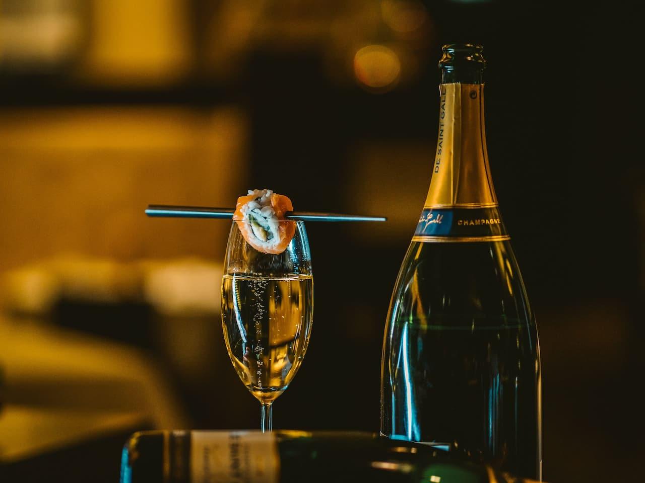 Sushi und Champagner im Vox Restaurant im Grand Hyatt Berlin