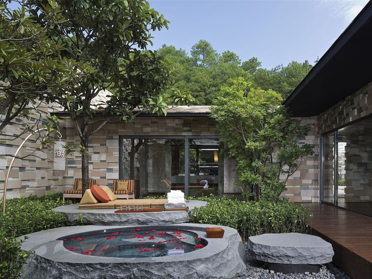 Residential Villa Courtyard And Spring Pool
