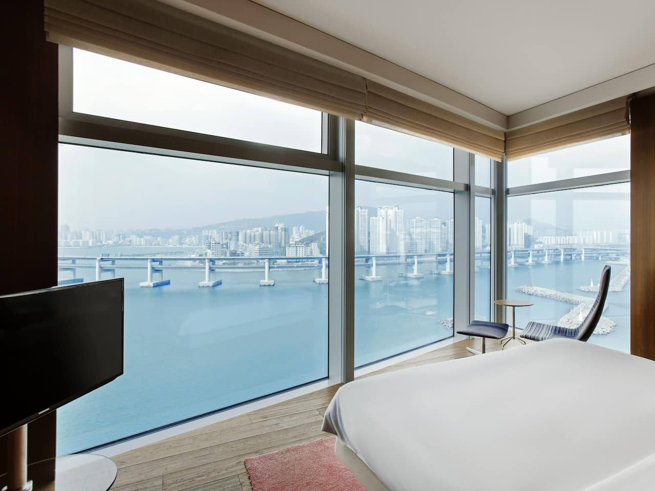Busan Hotel Executive Marina Suite Bedroom