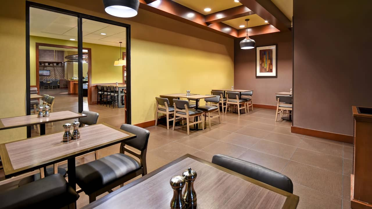Hyatt Place Phoenix Gilbert Breakfast Area Seating