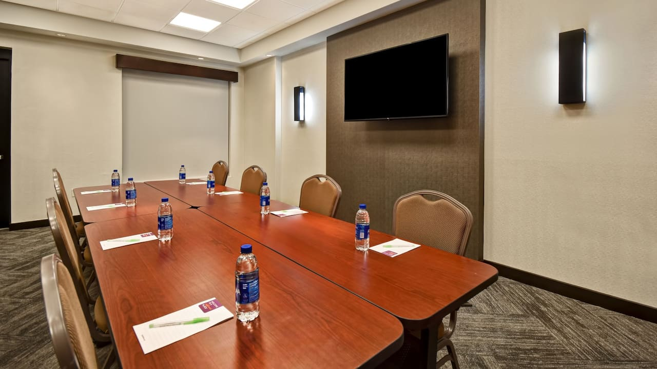 Hyatt Place Phoenix Gilbert Meeting Space Boardroom Setup
