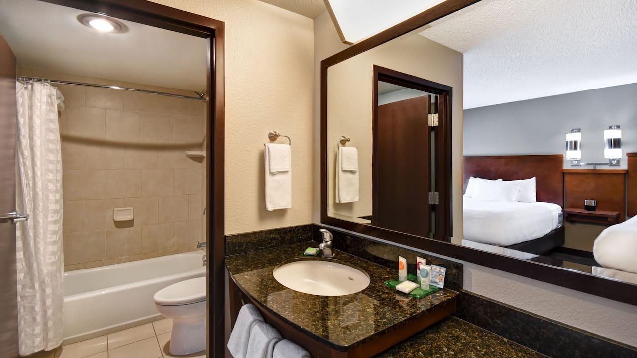 Hyatt Place Phoenix Gilbert Guestroom Bathroom
