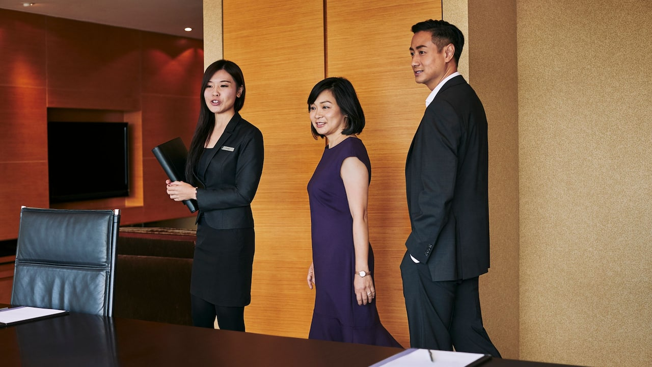 Business Travelers Man Woman Colleague Meeting Room