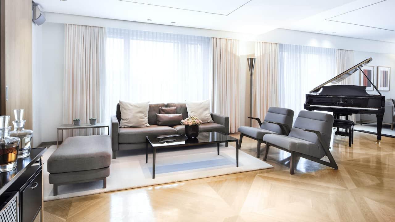 Maybach Suite Wohnzimmer im Grand Hyatt Berlin