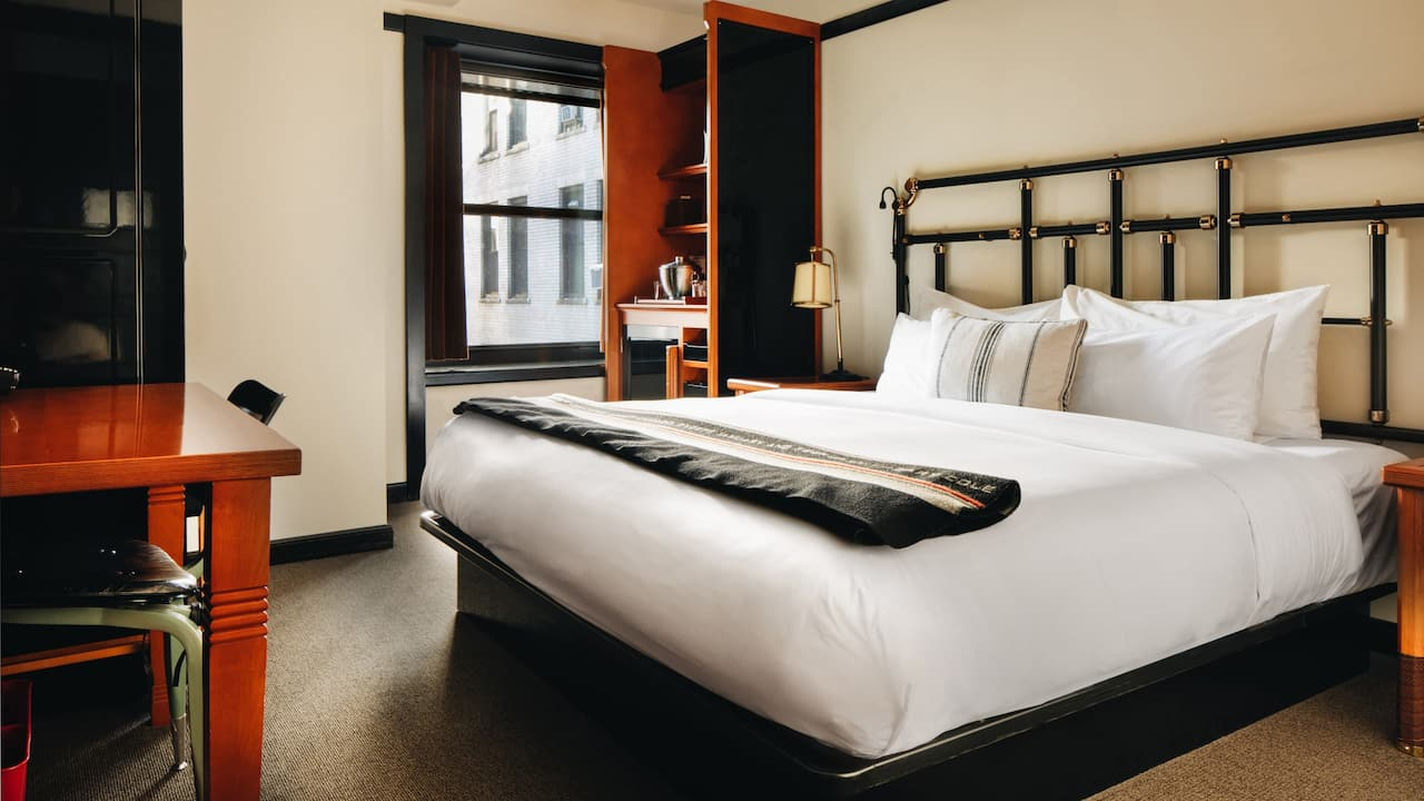 Chicago Athletic Association Hote King Bed