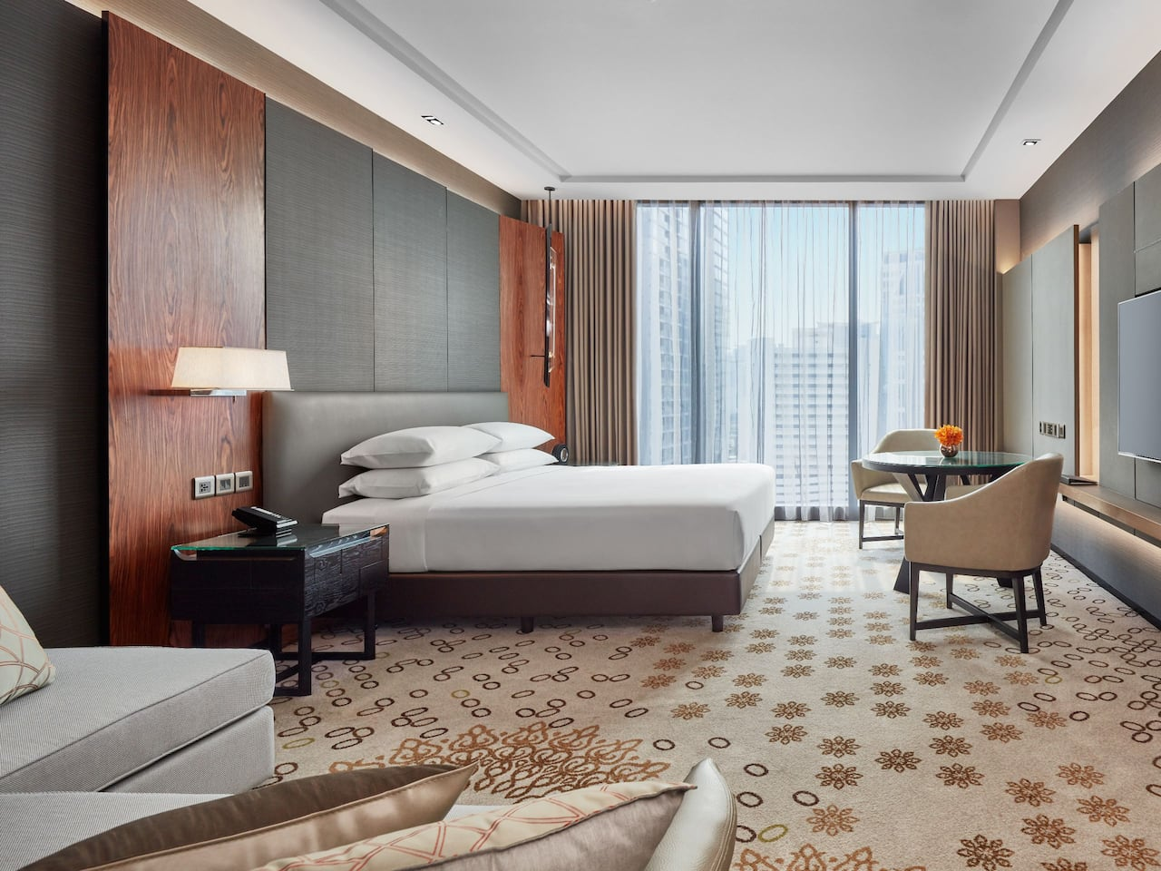 Hotel Near Terminal 21 Asoke with Deluxe Room at Hyatt Regency Bangkok Sukhumvit