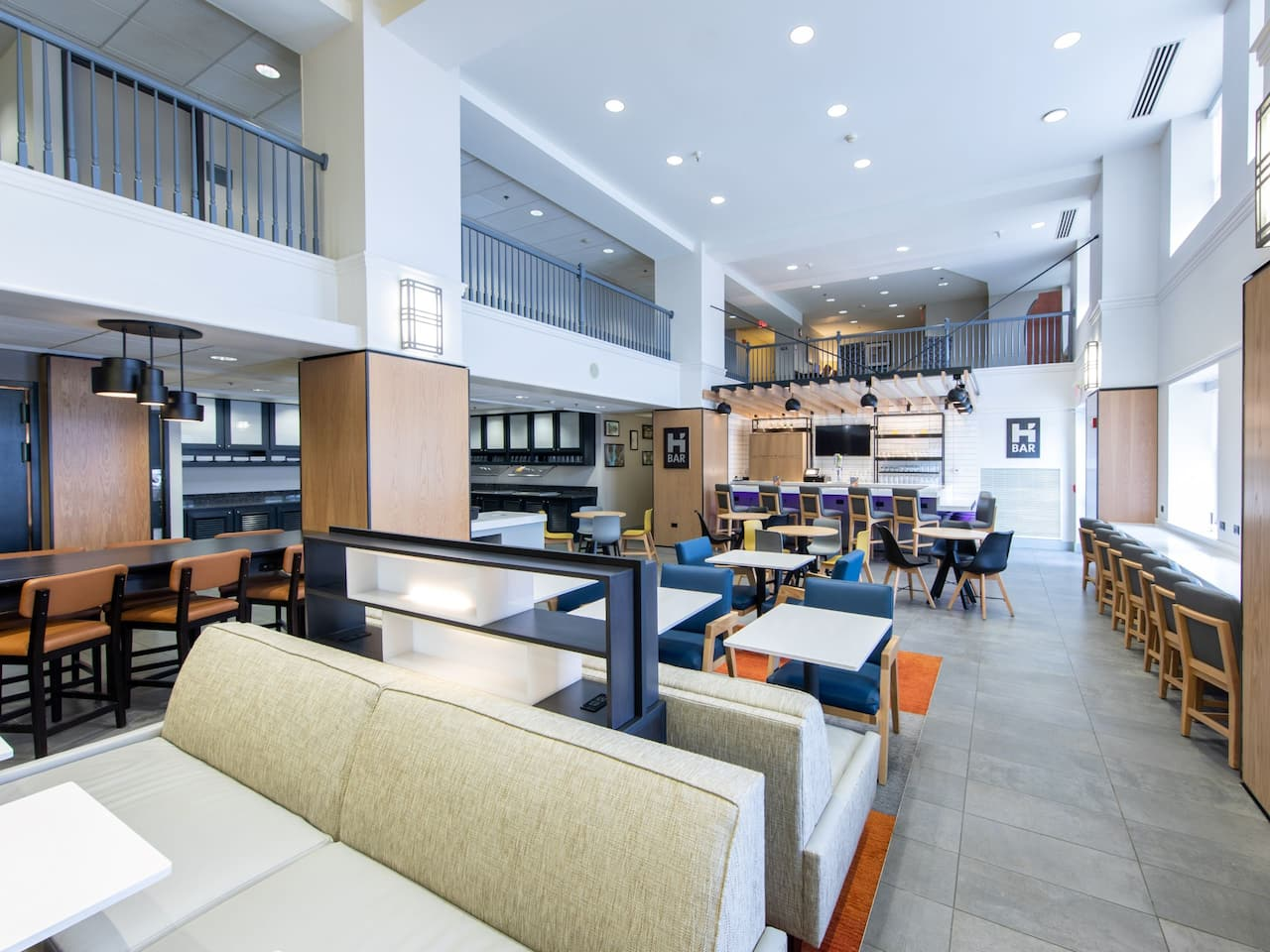 Hyatt House Chicago/Schaumburg Lobby Kitchen Seating