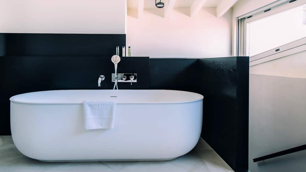 La Torre Studio Bathtub