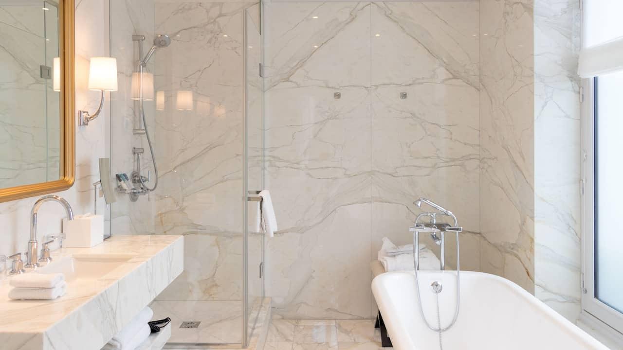 Pissarro Bathroom