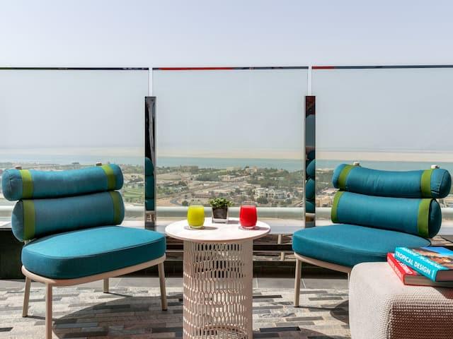 Diplomat Suite Lounge