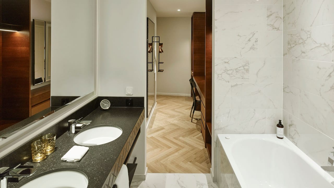Andaz Vienna Am Belvedere Andaz Deluxe Suite Bathroom