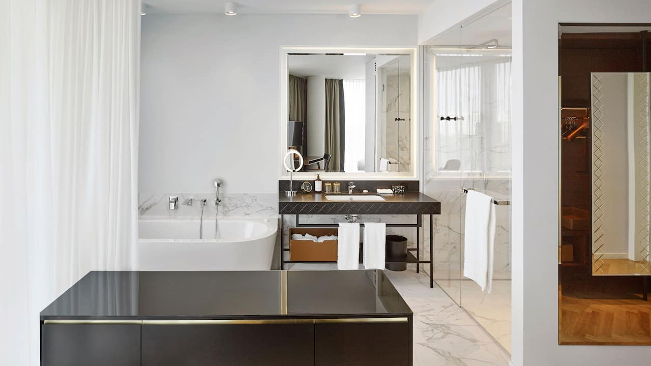 Andaz Vienna Am Belvedere Andaz Suite Bathroom