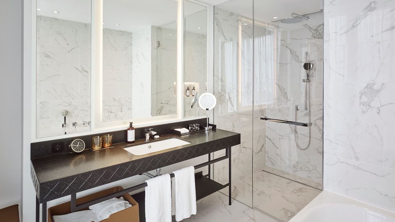 Andaz Vienna Am Belvedere Belvedere Park View Suite Bathroom