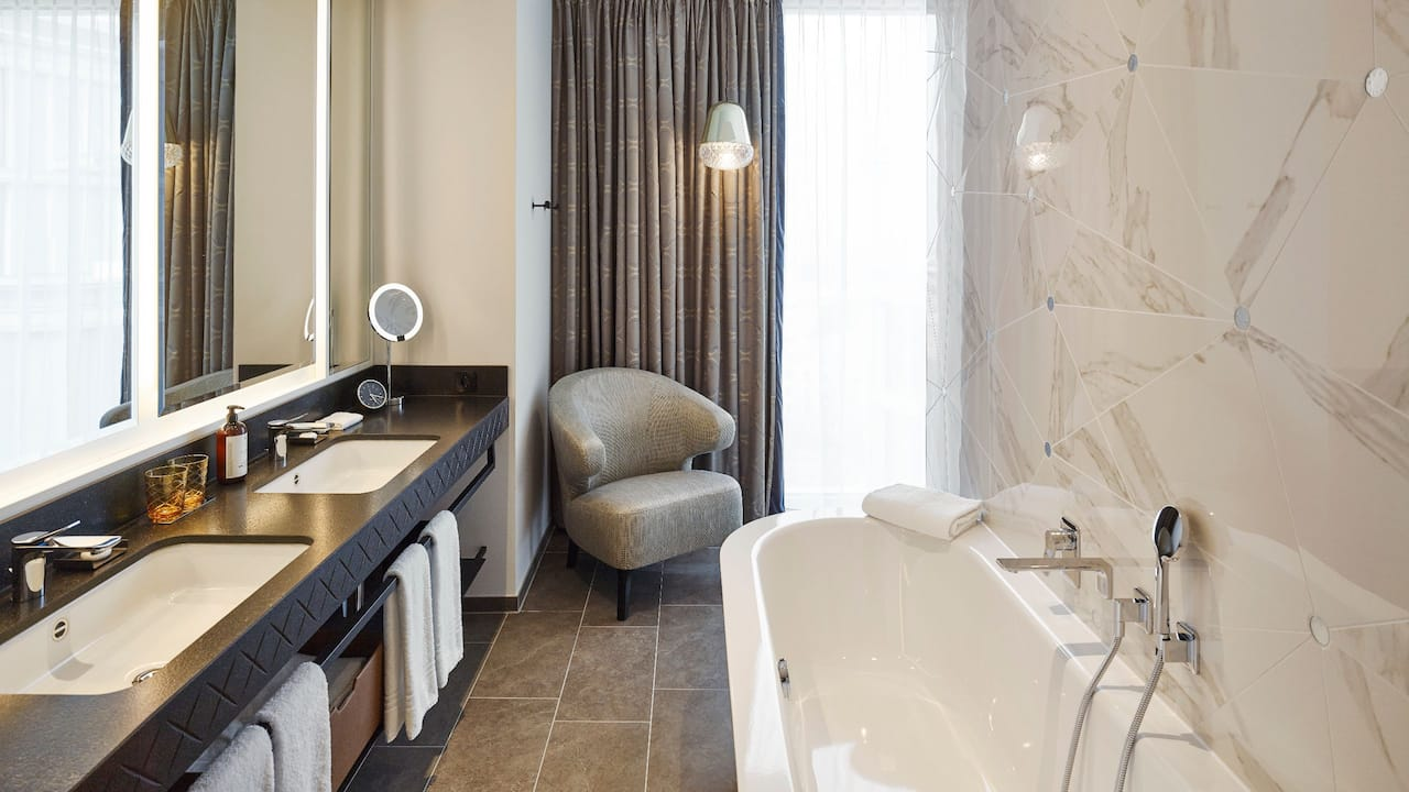 Andaz Vienna Am Belvedere Penthouse Suite Bathroom