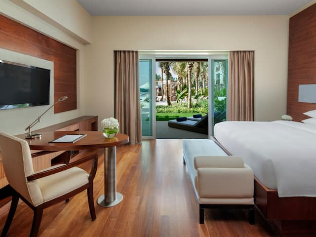 Lagoon Beach Room