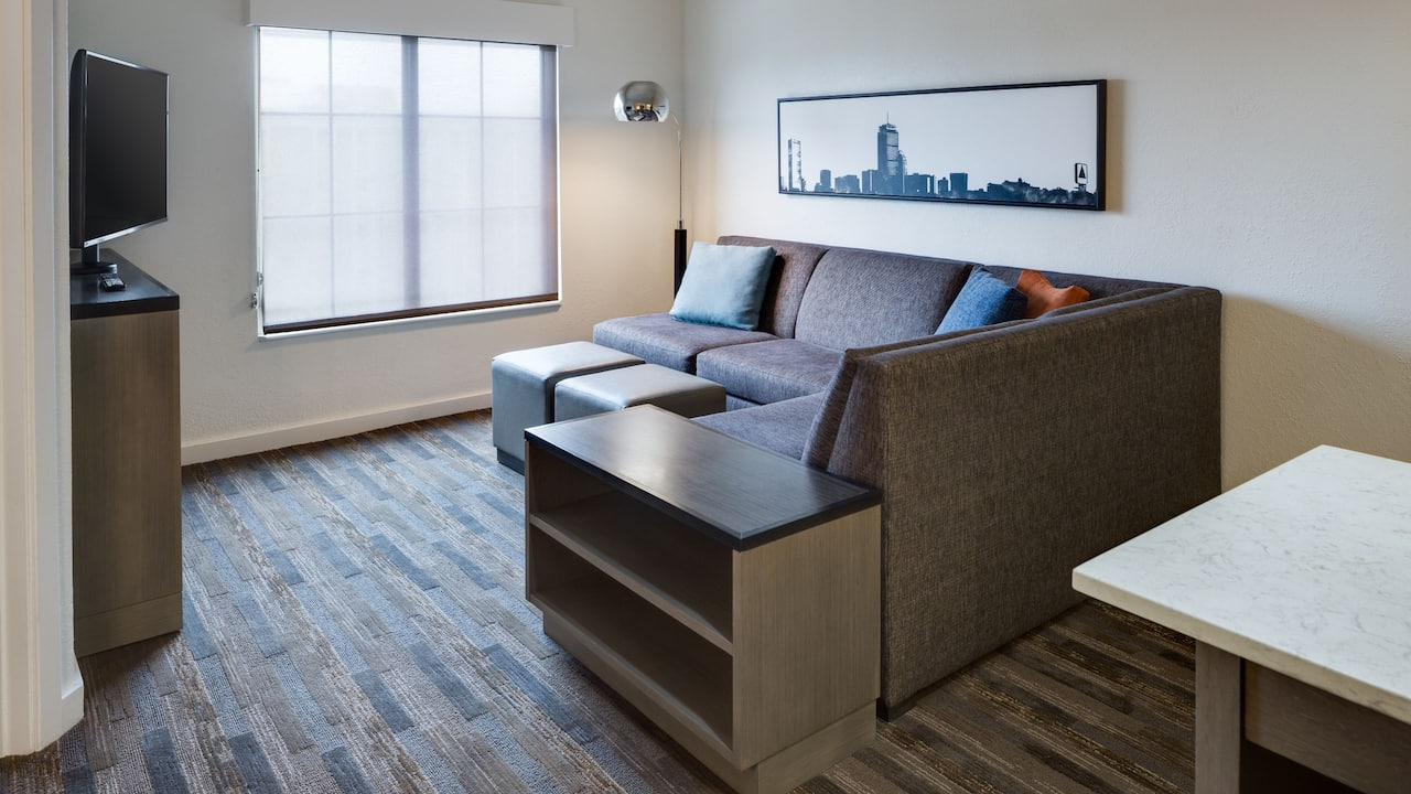 HYATT HOUSE BOSTON/WALTHAM Suite Living Space