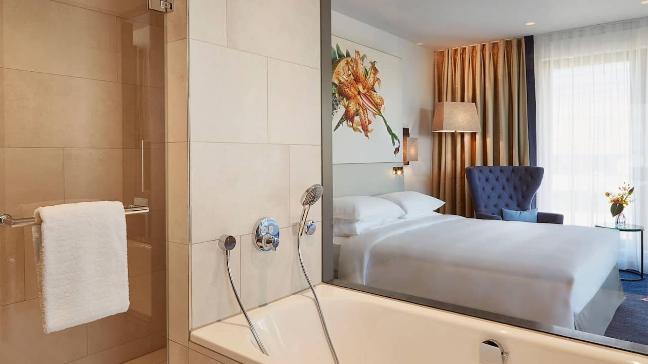 Deluxe Guestroom Bathroom at Hyatt Regency Amsterdam