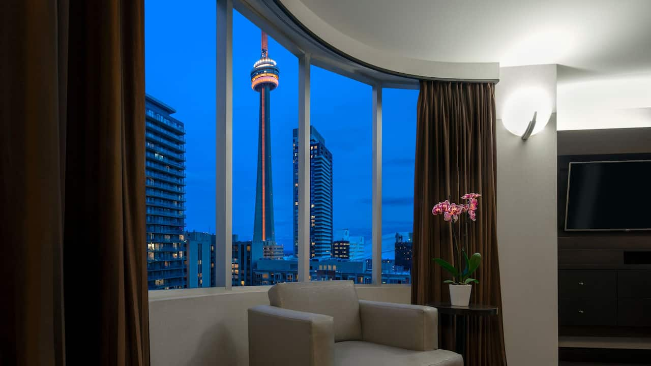 Deluxe CN Tower View Suite