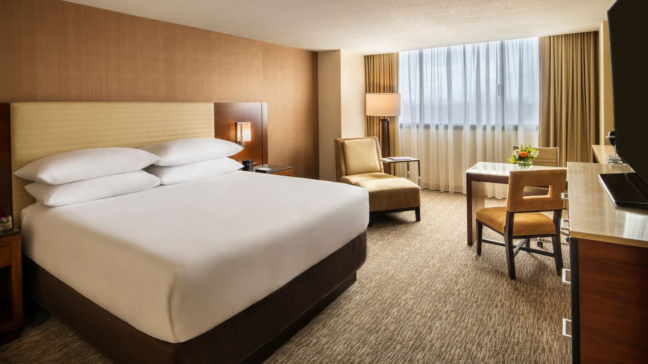 King Bed Hyatt Regency Ohare