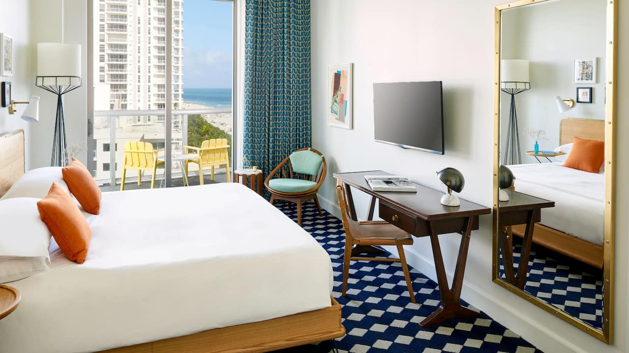 Hotel Room with Balcony Ocean View and King Bed the Confidante