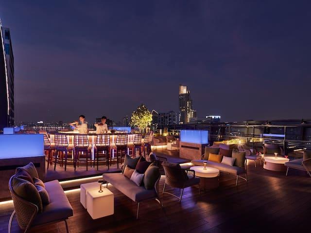 Hyatt Regency Bangkok Sukhumvit Spectrum Bar Seating