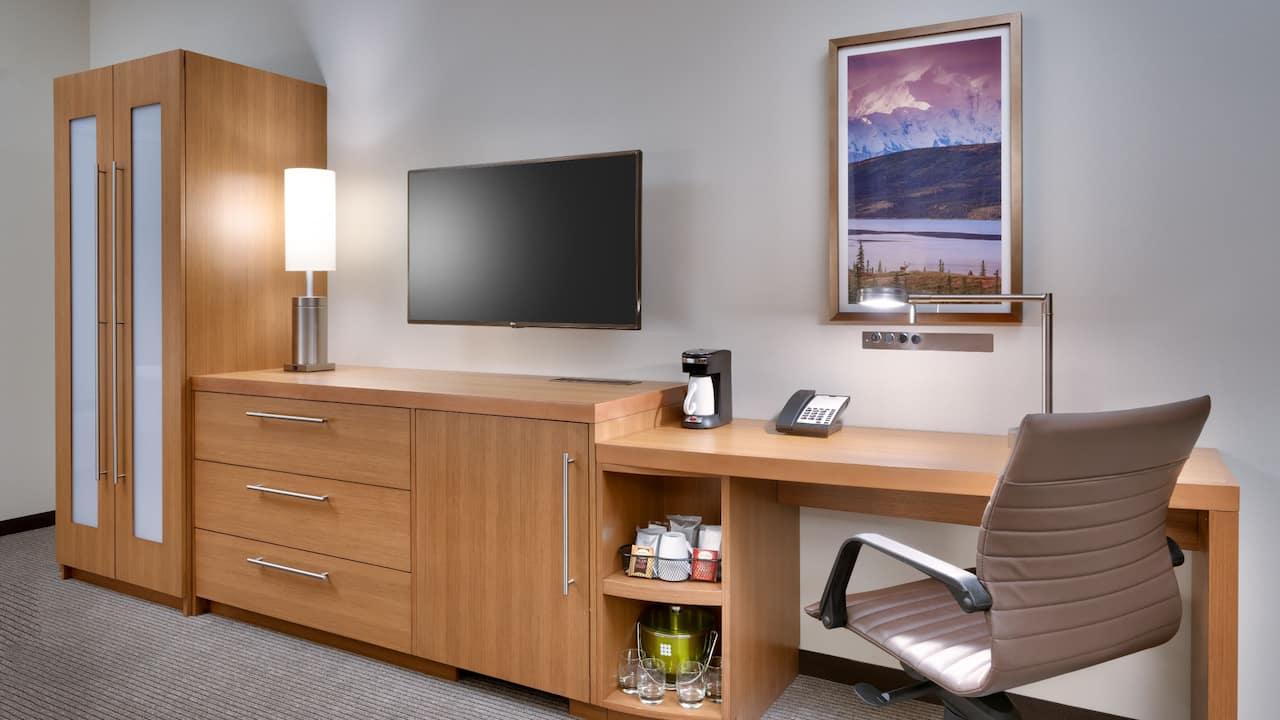 Standard Queen Desk Area