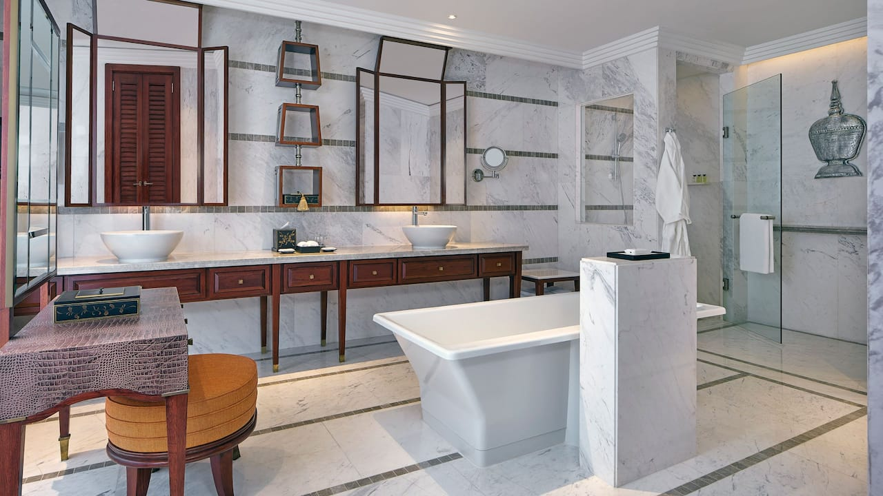 Luxury 5-star hotel in Siem Reap Park Deluxe Bathroom