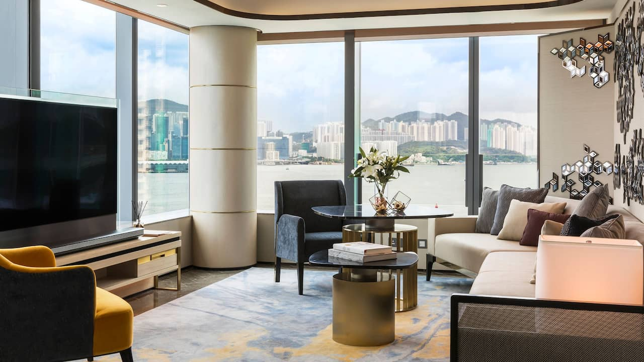 Victoria Harbour Suite with 1 King Bed Living Area