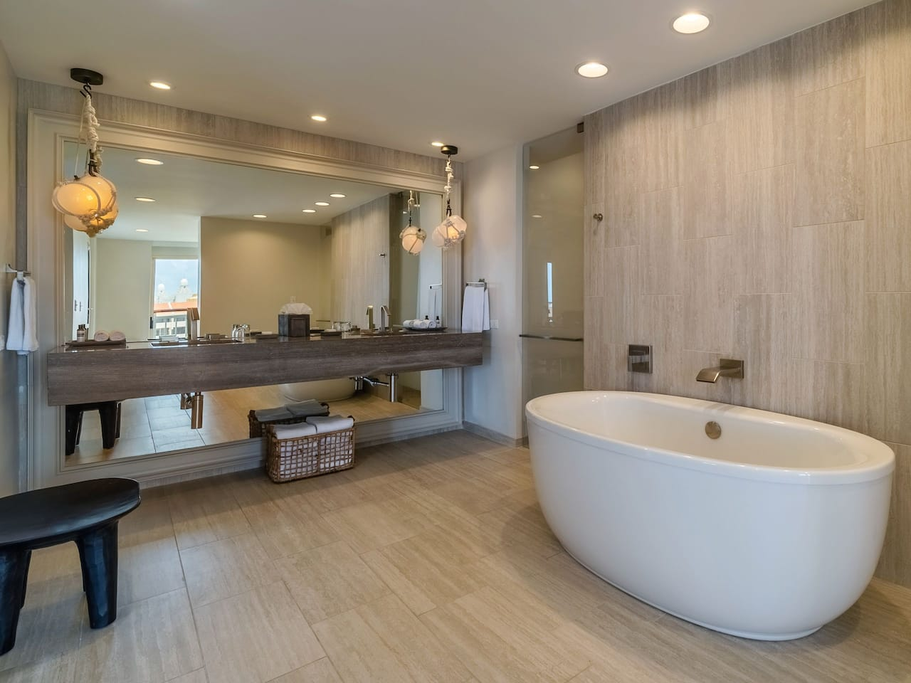 Governors Suite Master Bathroom