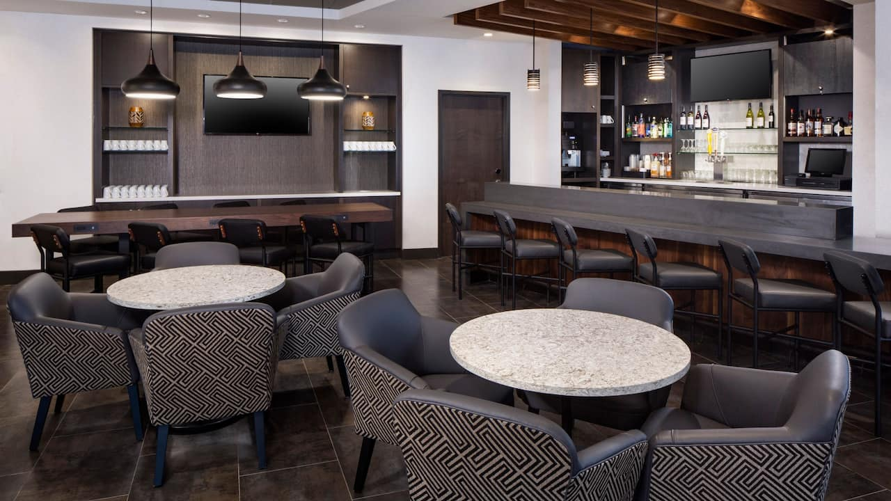 Lobby Dining and Bar Seating