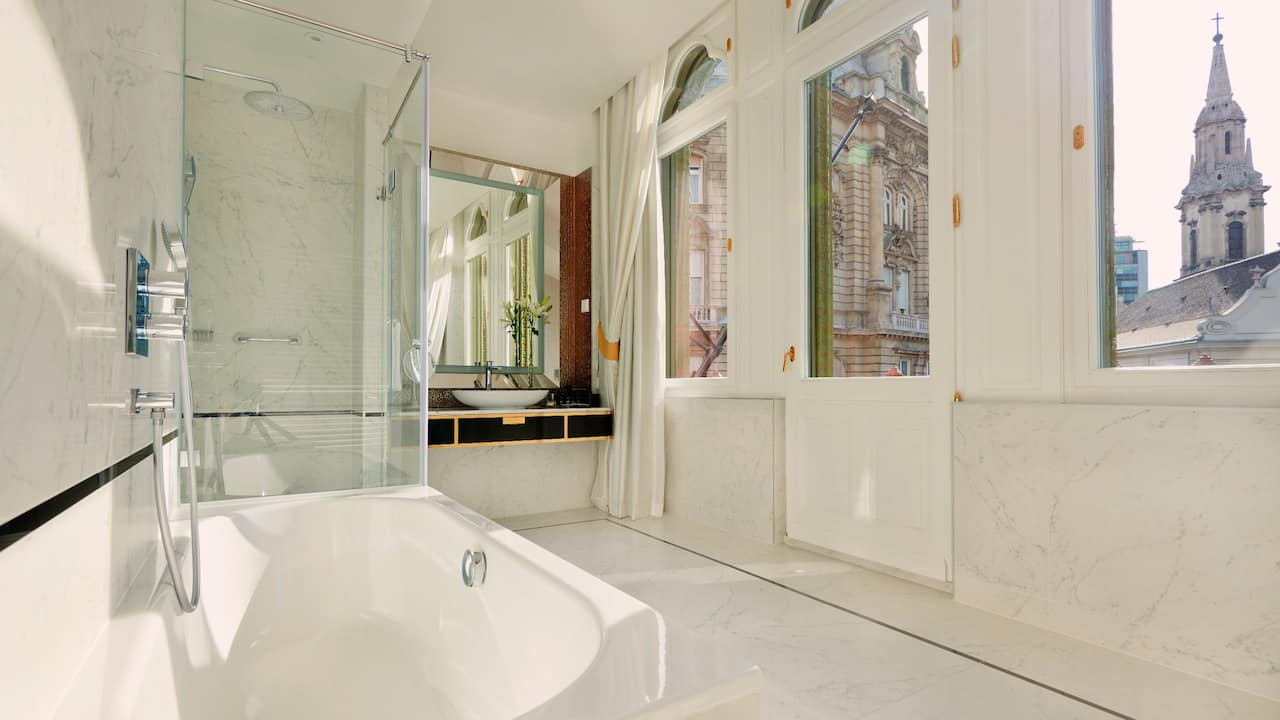 Parisi Udvar Hotel Budapest Heritage Collection Suite Bathroom