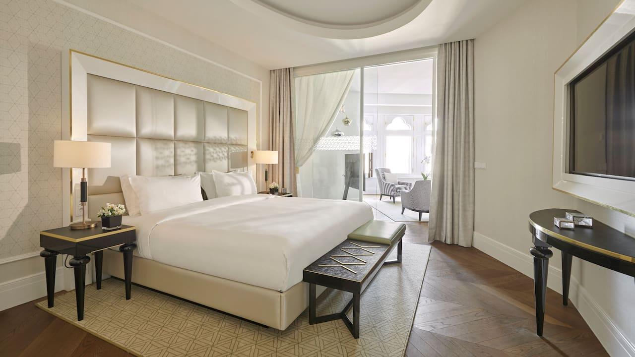 Hexagonal King Suite Living Room Entrance