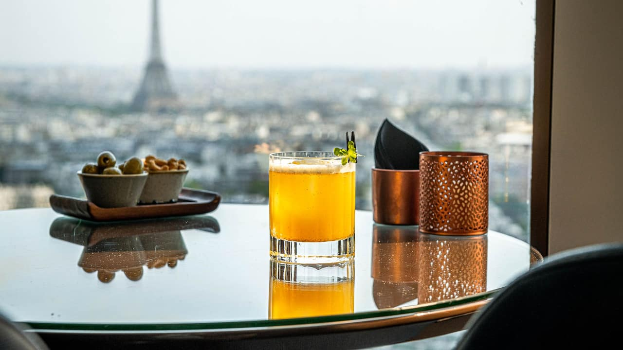 Hyatt-Regency-Paris-Etoile-Cocktail-View