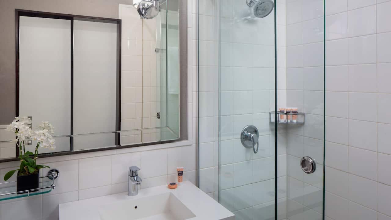 1 Double Bed Bathroom