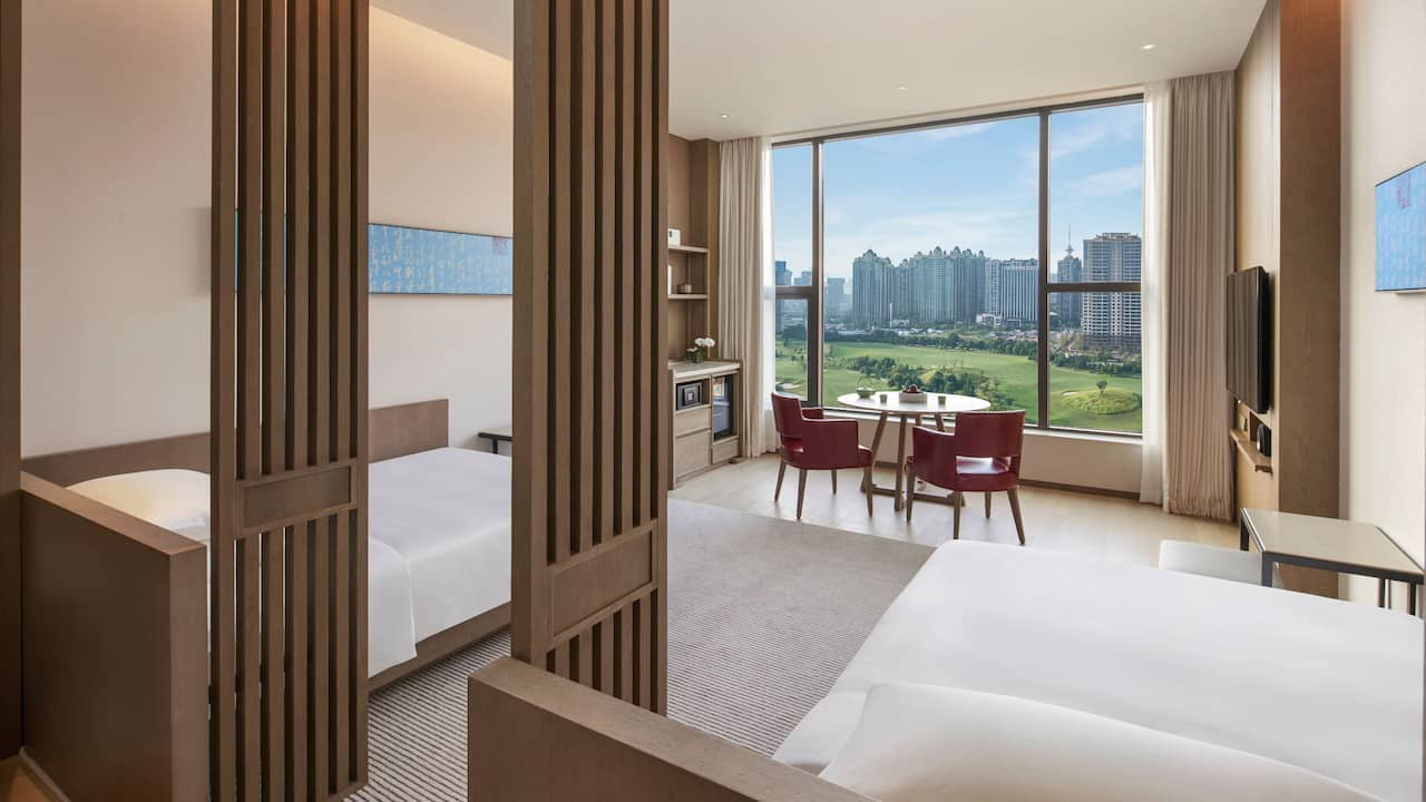 Two Twins Guestroom Golfcourse View