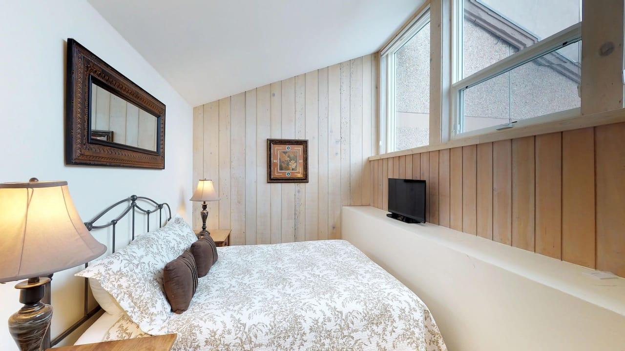 2 bedroom condo with 3 bath and loft