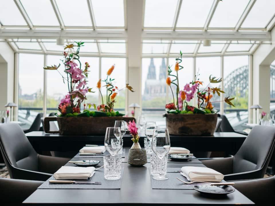Glashaus Table Setting