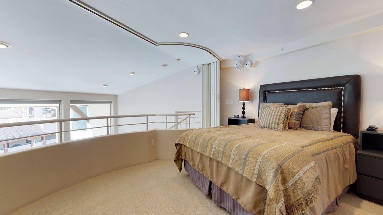 1 bedroom condo with 1 bath and loft