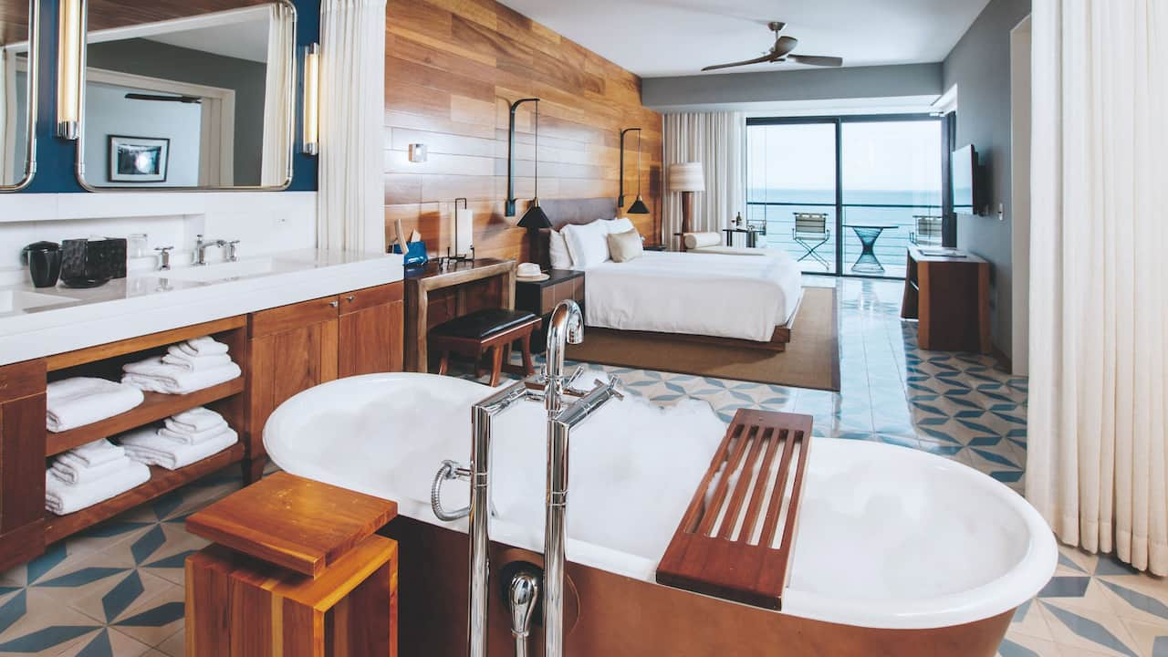 Thompson king suite with Ocean View