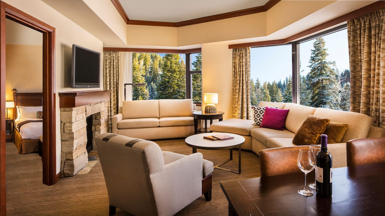 Deluxe Fireplace Suite Forest View