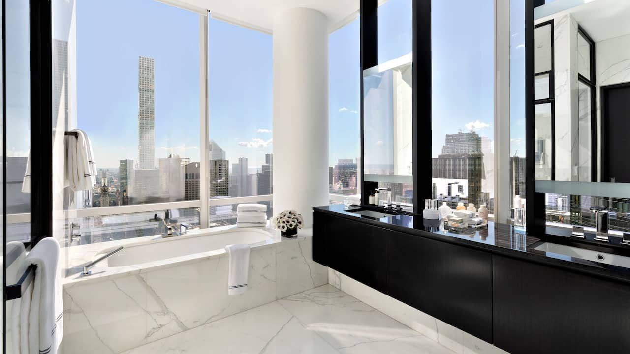 Manhattan Sky Suite Master Bathroom