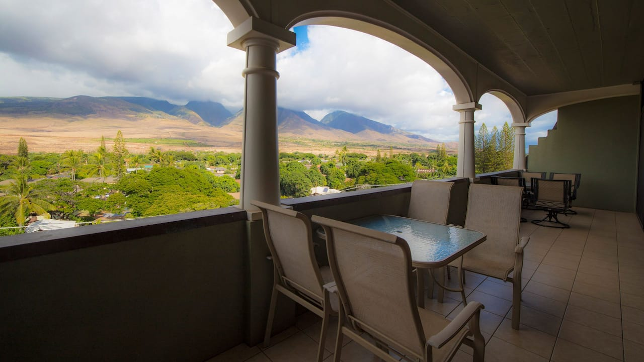 Penthouse with Mountain View