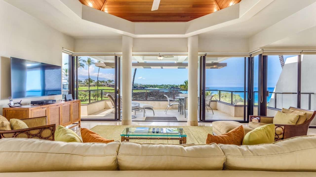 One Bedroom Condo Ocean View Living Room