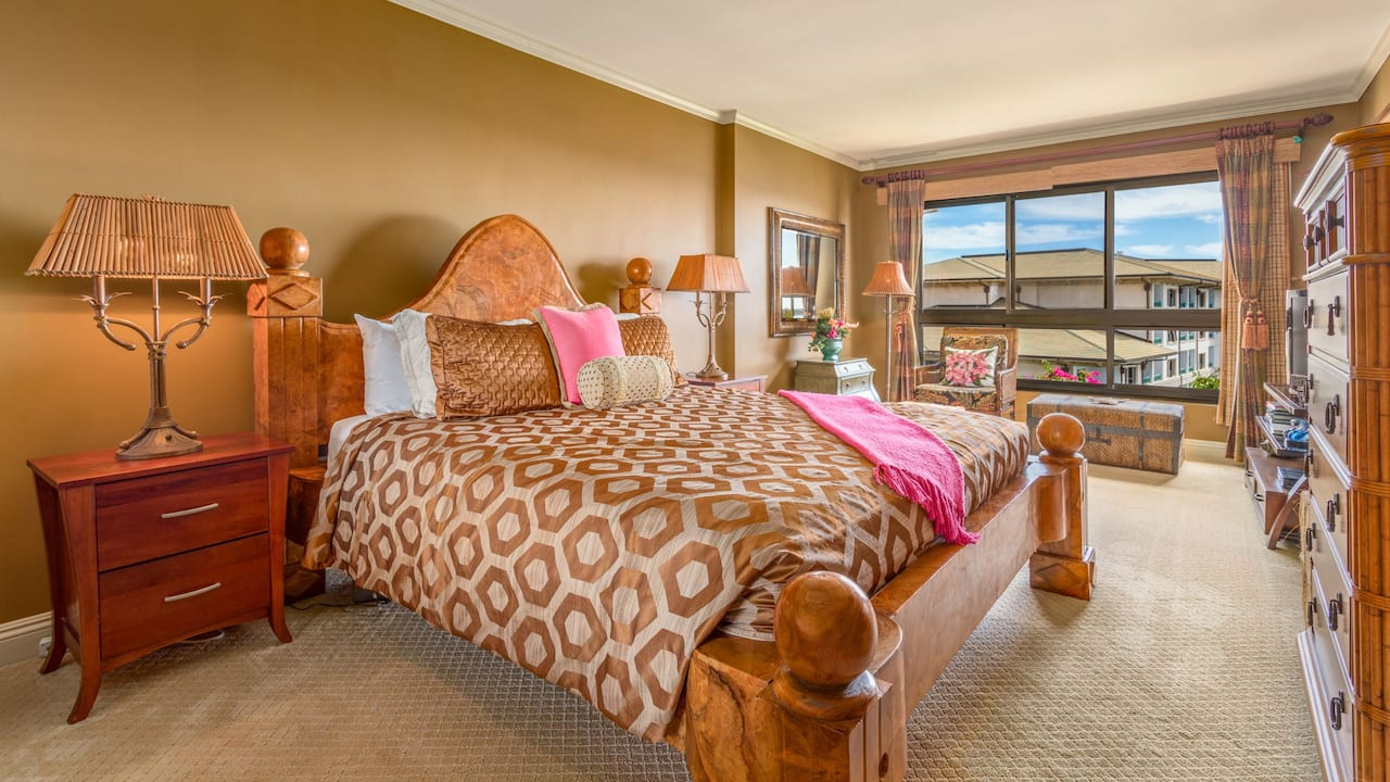 1 Bedroom Condo with Garden View Plus Den