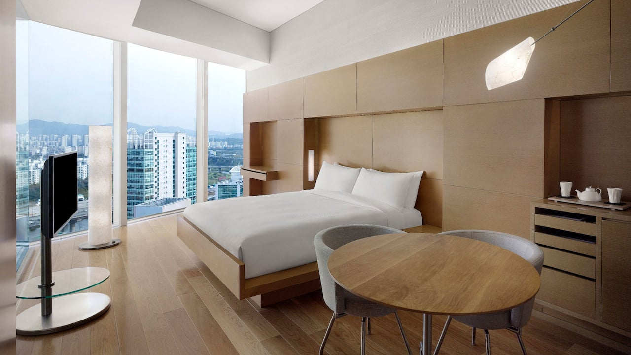 King High Floor Guestroom