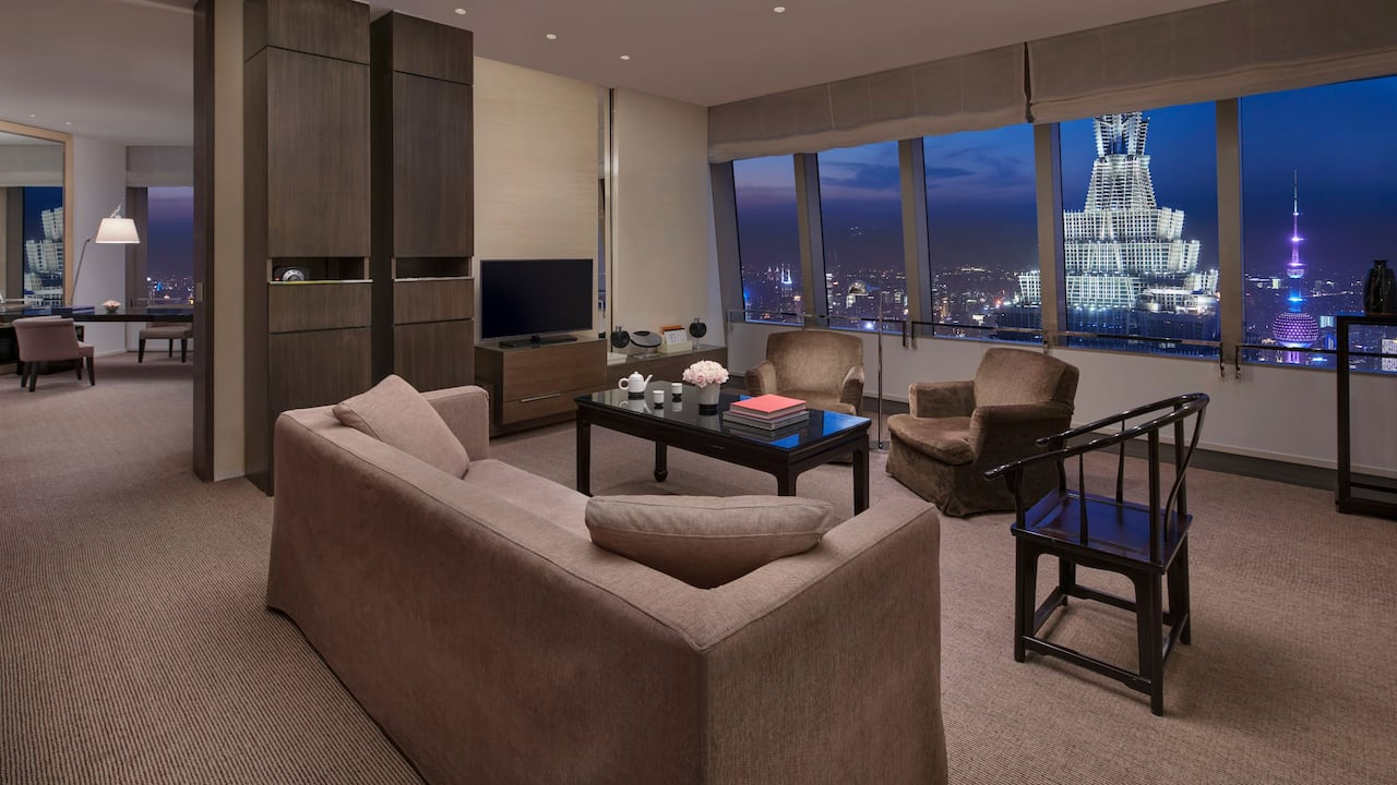 bund view Suite living room