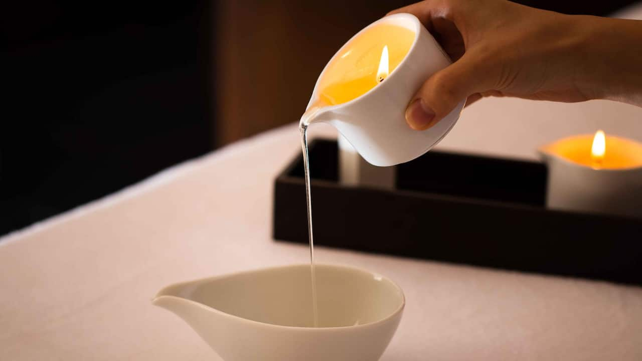 Hyatt Regency Hakone Resort & Spa| Spa Izumi candle oil treatment