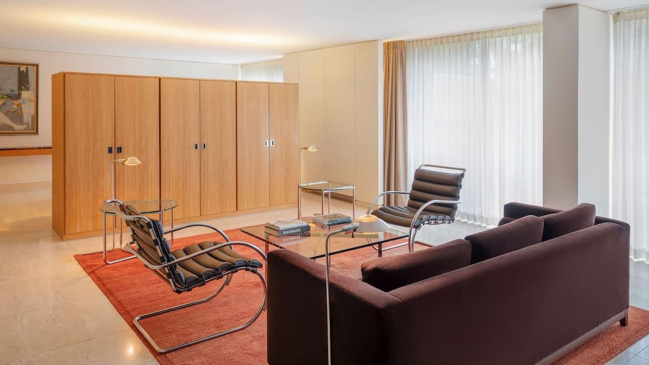 Oakbrook Meis Suite Livingroom